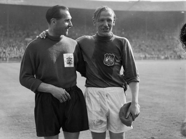 W czasie swojej kariery Trautmann( z prawej) obronił ponad 60 proc. rzutów karnych