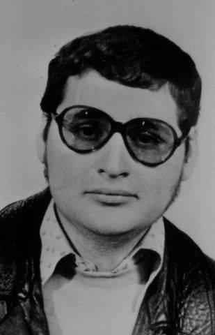 Sanchez więc od młodości miał komunistyczne ciągoty, ale bynajmniej nie odżegnywał się od uroków kapitalistycznego świata – dobre ubrania, alkohole, restauracje, kobiety.