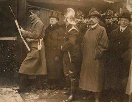 Winston Churchill na Sidney Street podczas osławionej strzelaniny, która sprawiła, że Anglia straciła niewinność.