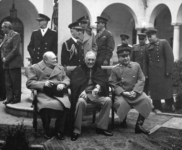 Niektórzy historycy uważają, że na Churchilla wywarła wpływ wieloletnia nienawiść do bolszewizmu