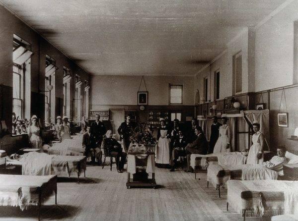Front walk z nieświeżym oddechem przesunął się na korzyść ludzi dzięki angielskiemu chirurgowi, pionierowi antyseptyki chirurgicznej, Josephowi Listerowi.
