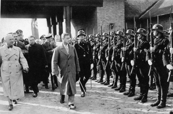 Książę Edward w nazistowskim ośrodku szkoleniowym koło Złocieńca