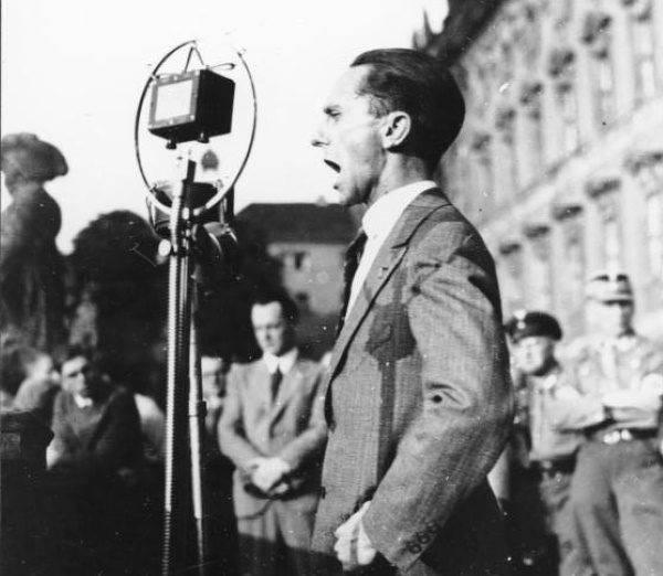 Goebbels w odpowiedzi na międzynarodowe protesty ogłosił jednodniowy bojkot żydowskich interesów