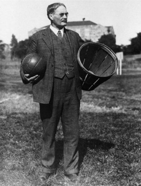 Koszykówka została wymyślona przez Jamesa Naismith'a, kanadyjskiego lekarza, pastora i nauczyciela.