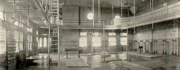 W 1895 roku pan William George Morgan, nauczyciel wychowania fizycznego w Holyoke w stanie Massachusetts, usilnie szukał nowego drużynowego sportu dla swoich podopiecznych.