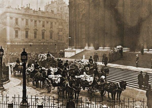 Pogrzeb policjantów, którzy zginęli podczas strzelaniny w nocy z 16 na 17 grudnia 1910 roku.