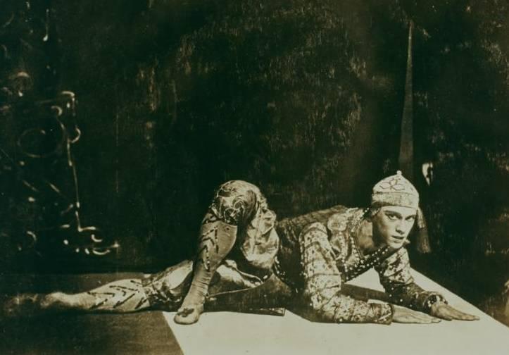 O Wacławie Niżyńskim można powiedzieć dużo, ale nigdy, że był człowiekiem przeciętnym. W pełni zasłużył na miano boga tańca.
