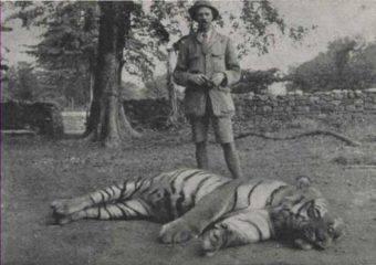 Jim Corbett z jedną ze swoich ofiar