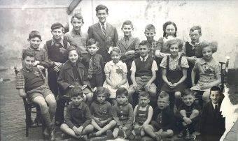 22 żydowskich dzieci w holenderskim mieście Deventer. Tylko jedno przeżyło II wojnę światową.