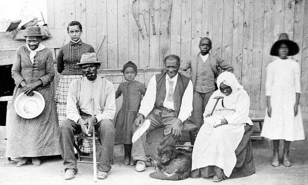 Harriet Tubman z rodziną i uratowanymi niewolnikami.