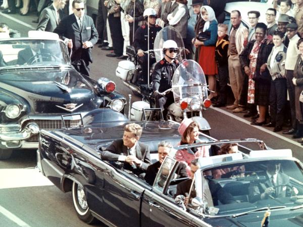 JFK w Dallas kilka minut przed zamachem.