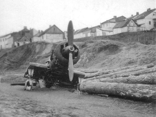 Rozbity samolot P-23B Karaś w Łęcznej