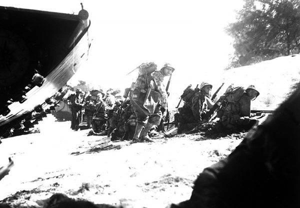 Pierwszy rzut marines na plaży Saipanu