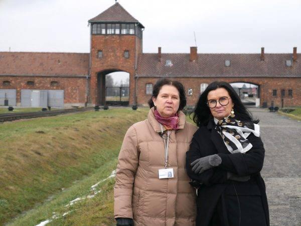 Anna Odi (po lewej) z autorką książki Ostatnia więźniarka Auschwitz Niną Majewską Brown