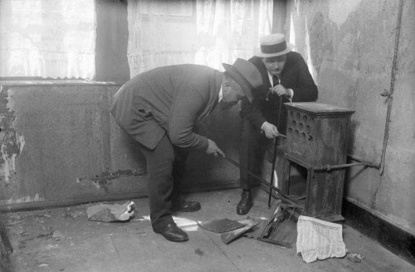 W mieszkaniu Fritza odkryto zarówno ślady krwi, jak również ubrania i inne przedmioty należące do zaginionych chłopców.