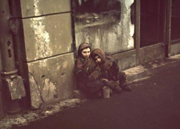 """W getcie żydowskie dzieci czekała śmierć z głodu lub deportacja do obozu zagłady. Dlatego ich rodzice decydowali się oddać je w ręce przyjaciół po """"aryjskiej"""" stronie."""