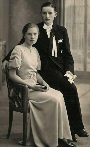 """Jedną z głównych bohaterek książki Niny Majewskiej-Brown """"Ostatnia więźniarka Auschwitz"""" jest Mirosława Odi( zdjęcie z roku 1939 roku, na krótko przez przyjazdem do Warszawy)"""