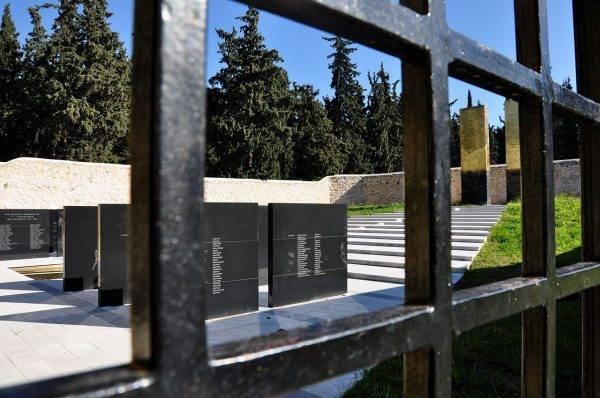 Kesariani, Ateny, Grecja. Miejsce straceń greckich patriotów, w trakcie II wojny światowej. Prawdopodobnie to tu rozstrzelano m.in. Jerzego Szajnowicza-Iwanowa,