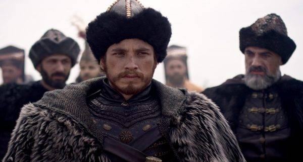 Mehmed był jednak nie tylko żądnym władzy synem islamu, ale też człowiekiem wykształconym, obytym z kulturą europejską, rozczytanym w czynach Achillesa i Aleksandra Wielkiego, władającym pięcioma językami