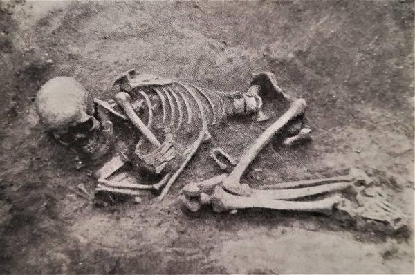 Ludzie o tych samych cechach biologicznych i genetycznych mieszkali w naszej części świata od pradziejów (kultura łużycka, ale także późniejsze – wielbarska, przeworska) do średniowiecza.