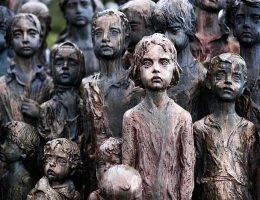Pomnik upamiętniający najmłodsze ofiary niemieckiej zbrodni w Lidicach