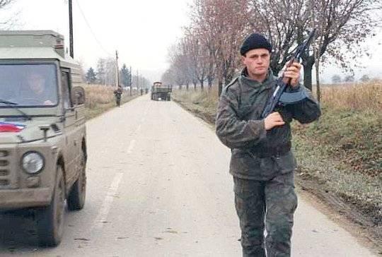 """Serbscy przywódcy poprosili o pomoc Željko Ražnatovića, a ten nie odmówił. Zorganizował – złożone z kibiców – paramilitarne odziały nazywane """"Junakami"""" lub """"Tygrysami""""."""