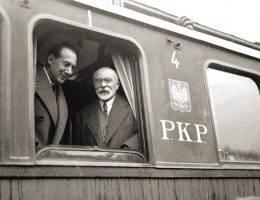 Józef Beck i Louis Barthou w oknie wagonu na dworcu w Krakowie w 1934 roku, podczas wizyty związanej z propozycją Paktu Wschodniego