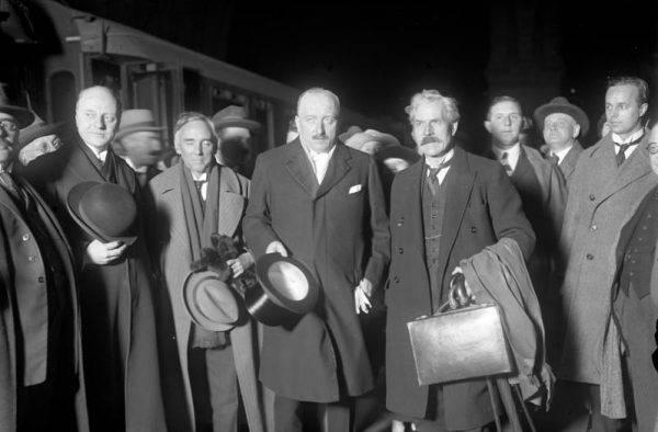 Poznałem pewne szczegóły spotkania ministrów Francji i Anglii. MacDonald (zwłaszcza on) i Simon zawsze opowiadają się za Hitlerem.