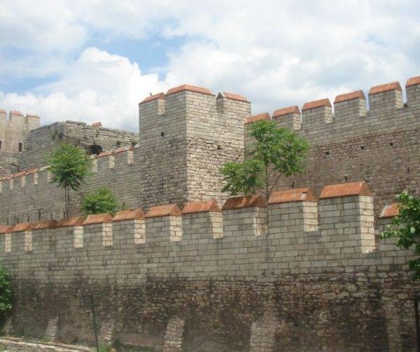 Zrekonstruowany fragment Murów Teodozjusza przy bramie Selymbria