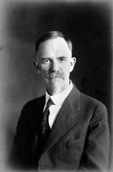 Tego typu poglądy miał m.in. przyszły twórca amerykańskiej eugeniki Charles Davenport. Pod koniec XIX wieku zafascynował się on pracami Galtona i Mendla