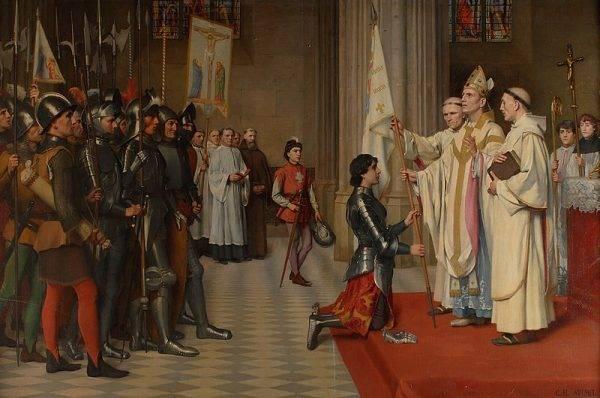 Ujęcie Joanny stawiało przed Anglikami wyjątkową szansę. Pozwalało odwrócić losy wojny – o ile dałoby się zohydzić żywy symbol zwycięstwa i opieki Opatrzności nad Francja, a zarazem boskie uzasadnienie władzy Karola VII.