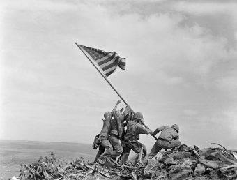 Wbrew temu, co się dzisiaj opowiada, Stany Zjednoczone nie przystąpiły do II wojny światowej z pobudek moralnych. Przystąpiły do niej z powodów strategicznych.