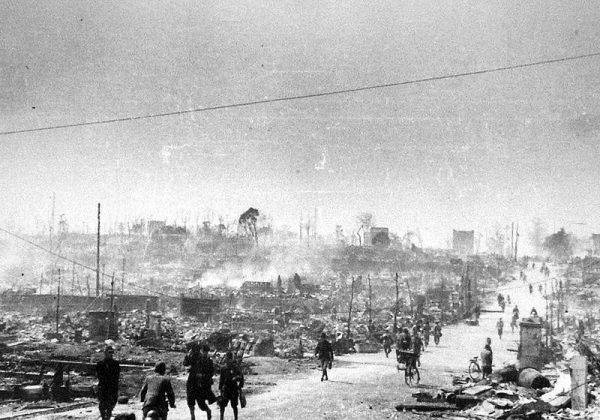 10 marca 1945 roku amerykańskie bombowce obróciły w perzynę Tokio. Jednej nocy zginęło tam więcej osób niż w Hiroszimie i Nagasaki.