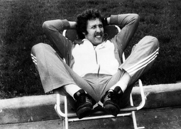 """Jednym z nich był tyczkarz Władysław Kozakiewicz, który kibicom na stadionie Łużniki pokazał """"wała"""" i za ten gest część obserwatorów chciała odebrać Polakowi mistrzostwo olimpijskie."""