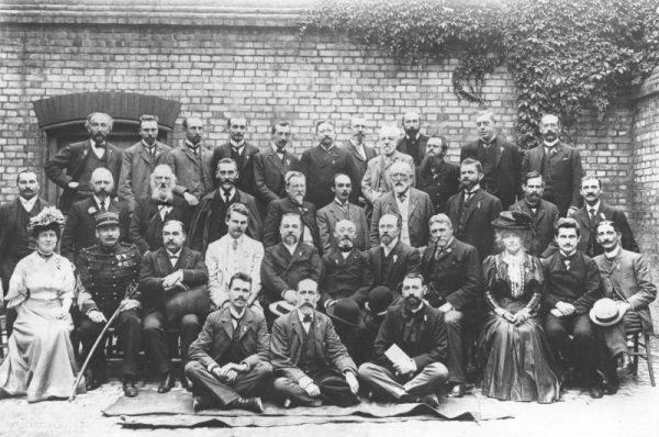 Lingva Komitato (Komitet Językowy), poprzednik Akademio de Esperanto w 1907 roku.