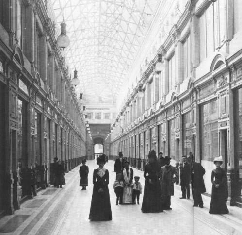 """Rudolf Żelaziewicz kierował budową pierwszego dużego domu handlowego w Petersburgu """"Passaż""""."""