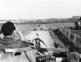 """Niemieckie czołgi """"Pantera"""" i """"Tygrys"""" były uznawane za tak potężne, że niemal niezniszczalne."""