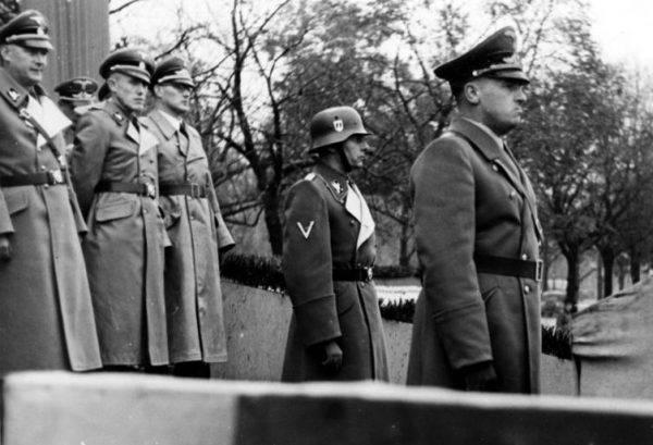 Dzięki przeszukaniom w domach zatrzymanych Niemcy natrafili na trop sprawców niedawnego, nieudanego zamachu w Krakowie – na Friedricha Wilhelma Krügera,