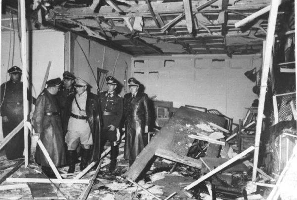Do 20 lipca 1944 roku, gdy na życie Hitlera targnął się pułkownik Claus von Stauffenberg, Hitler (będąc poza Berlinem) ani razu nie wymagał natychmiastowej pomocy lekarskiej.