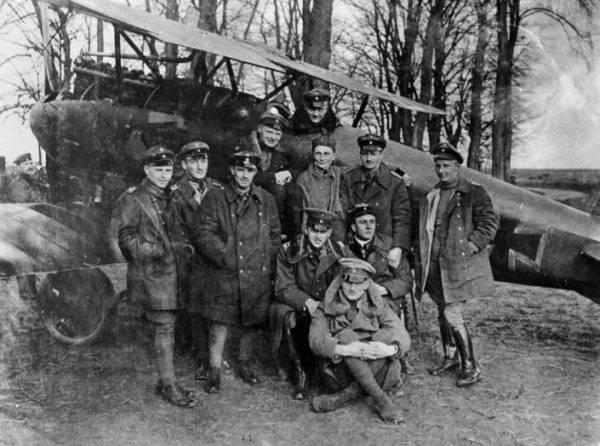 """W styczniu 1917 roku otrzymał najwyższe niemieckie odznaczenie, tzw. """"Niebieskiego Maxa"""" – krzyż Pour le Mérite. W tym samym miesiącu został dowódcą Jasta 11."""
