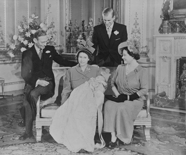 Książę Filip z Elżbietą i synem, księciem Karolem.