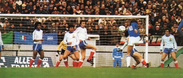 Dwa lata wcześniej autorem podobnego show był Michel Platini. W trakcie mistrzostw Europy w 1984 roku Francuz zdobył dziewięć bramek w pięciu meczach i został królem strzelców.