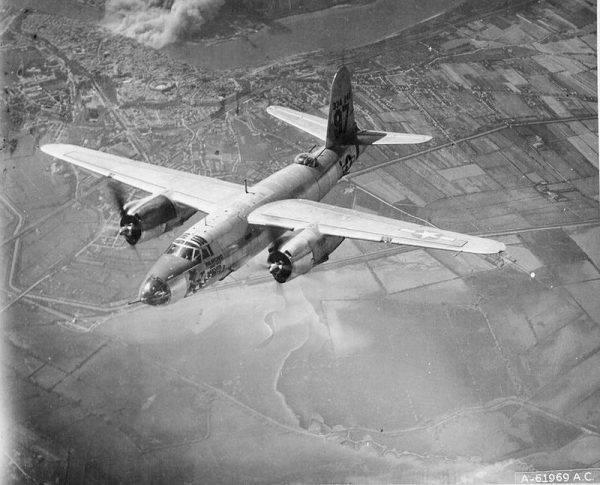 Nieoznakowany pociąg z blisko tysiącem brytyjskich, amerykańskich i południowoafrykańskich jeńców miał nieszczęście przejeżdżać przez ową przeprawę na północ od Rzymu dokładnie w chwili, gdy nadleciała eskadra 27 amerykańskich samolotów B-26