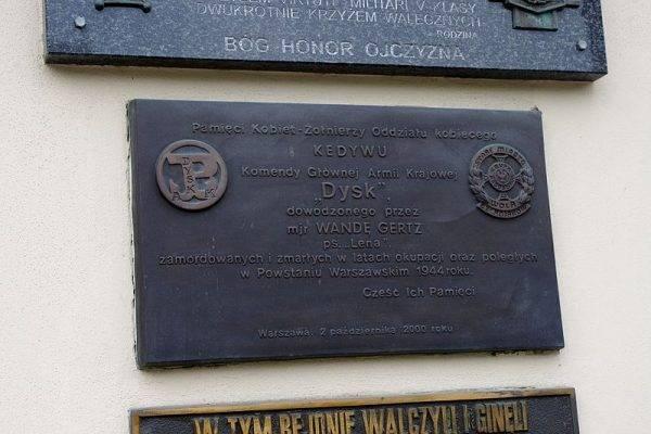 Tablice upamiętniająca major Wandę Gertz i żołnierzy Oddziału Dysk na ścianie Kościoła Jana Bożego przy ul. Bonifraterskiej 12 w Warszawie