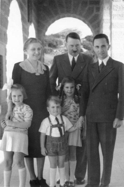 Hitler uwielbiał pokazywać się ze ślicznymi córkami swojego ministra, zresztą wszystkiego jego dzieci wydawał się traktować jak własne.