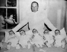 Siostry Dionne urodzone w 1934 roku w kanadyjskiej prowincji Ontario to pierwsze pięcioraczki w historii, którym udało się przeżyć okres niemowlęcy.