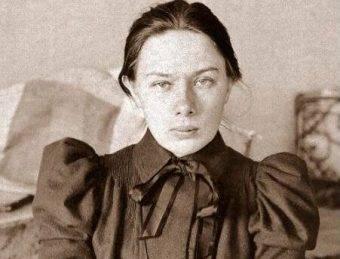 Nadieżda Krupska, od 1898 roku wierna towarzyszka Lenina, jako pierwsza dostąpiła tej zaszczytnej funkcji.