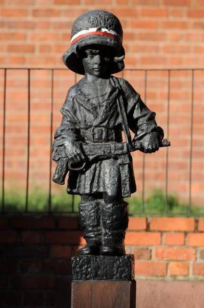Pomnik Małego Powstańca z 1983 roku przy ul. Podwale w Warszawie
