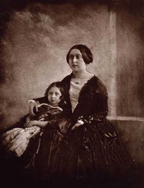W Darmstadcie przebywała wówczas sama królowa Wiktoria, która przyjechała na ślub wnuczki.