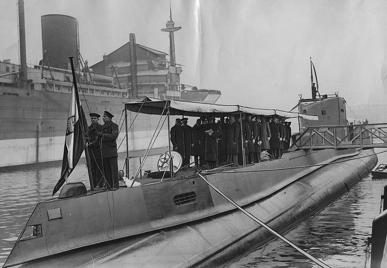 To jedna z najbardziej kompromitujących kart wojny obronnej 1939 roku. Już w pierwszych dniach września dowódca okrętu podwodnego ORP Orzeł oznajmił, że z powodu nagłej choroby potrzebuje opieki lekarskiej.